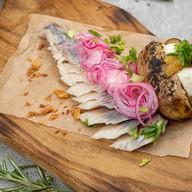 Сельдь слабой соли с печеным картофелем Фото
