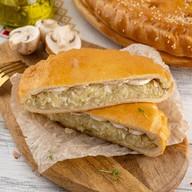 Пирог слоеный с капустой и грибами Фото