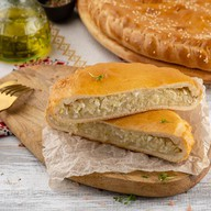 Пирог слоеный с капустой и яйцом Фото