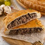Пирог слоеный с мясом и грибами Фото