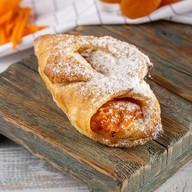Пирожок с тыквой и абрикосовой начинкой Фото