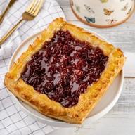 Пирог слоеный с джемом Фото