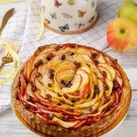 Пирог слоеный с яблоком и изюмом Фото
