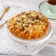 Пирог с яблоком и изюмом Фото