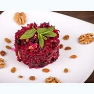 Салат из свеклы с грецким орехом Фото
