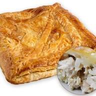 Пирог слоеный с курой и картофелем Фото