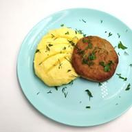 Пюре картофельное с куриной котлетой Фото