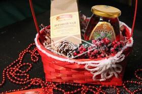 Набор с чаем луговым и вареньем из шишек - Фото