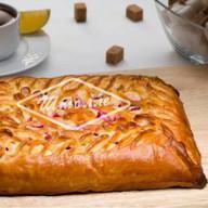 Пирог с клубникой и творожным сыром Фото