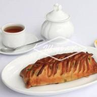 Пирожок с зеленым луком и яйцом 250 г Фото
