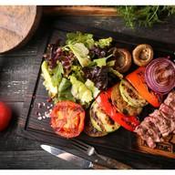 Фирменный салат МясУгляс Фото