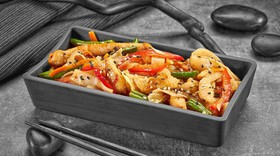 Рисовая лапша с курицей по-тайски - Фото