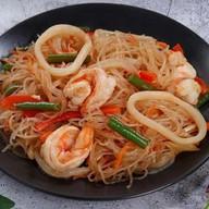 Лапша рисовая (фунчоза) с морепродуктами Фото