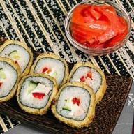 Ролл в кляре с лососем Фото