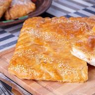 Слоеный пирог курица,моцарелла,томат Фото