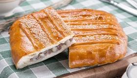 Пирог с картофелем, мясом и грибами - Фото