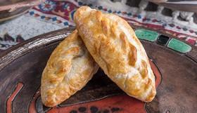 Пирожок с сыром и ветчиной - Фото