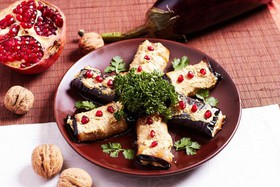 Рулеты из баклажанов с ореховой начинкой - Фото