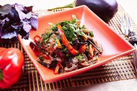 Теплый салат из баклажанов - Фото
