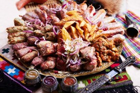 Мясное разнообразие Алаверди - Фото