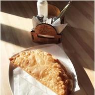 Огромный чебурек с мясом и сыром Фото