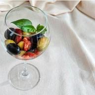 Оливки, вяленые томаты Фото