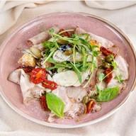 Салат с бужениной и оливками Фото