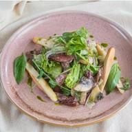 Салат с охотничьими колбасками Фото