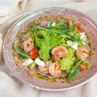 Теплый салат с креветками Фото