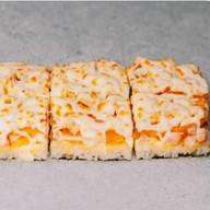Суши-пицца с курицей и грибами Фото