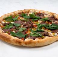Пицца с мраморной говядиной Фото