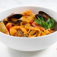 Лапша том ям с морепродуктами Фото