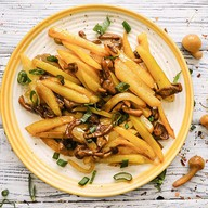 Картофель с лесными грибами и луком Фото