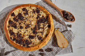 Пирог с грушей и шоколадом - Фото