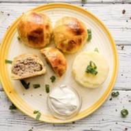Мясные шарики с сыром в слоеном тесте Фото