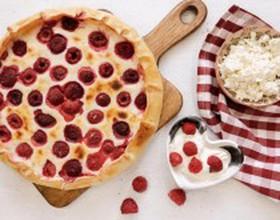 Пирог с малиной и творогом - Фото