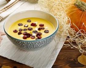 Крем-суп из тыквы с колбасками - Фото