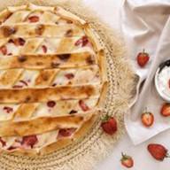 Пирог с клубникой и сметаной Фото