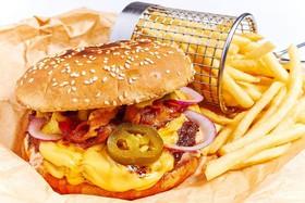 Бургер с копченым мясом - Фото