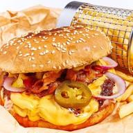 Бургер с копченым мясом Фото