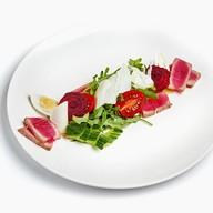 Салат с тунцом на гриле Фото