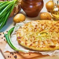 Пирог с картофелем и зеленым луком Фото
