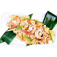 Рис с креветками, яйцом и ананасом Фото