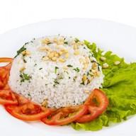 Рис отварной с зеленью и орешками Фото