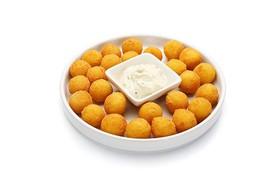 Картофельные шарики + соус чесночный - Фото