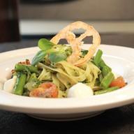 Тальятелле с сыром моцарелла и шпинатом Фото
