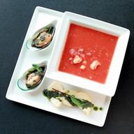 Томатный суп с мидиями и креветками Фото