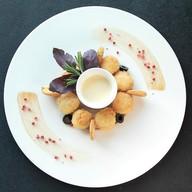 Жареный сыр моцарелла Фото