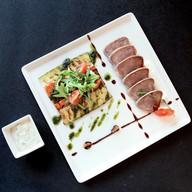 Язык из говядины с пряными овощами Фото