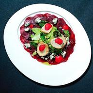 Салат из запеченной свеклы с рокфором Фото